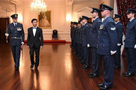 Đại sứ Việt Nam duyệt đội