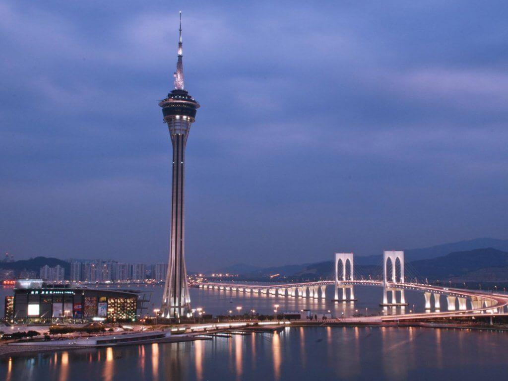 Sky Tower là tòa tháp quan sát và viễn thông cao thứ 12 trên thế giới