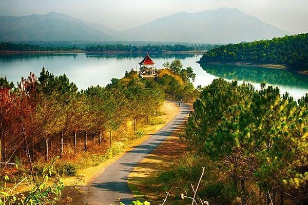 "T'nung lake- ""blue eyes"" of Central Highlands"
