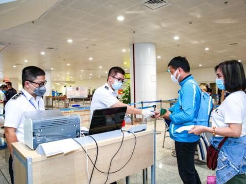 Hướng dẫn giám sát người nhập cảnh Việt Nam phòng chống COVID-19